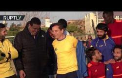 مصري يصبح أكبر لاعب محترف في تاريخ كرة القدم