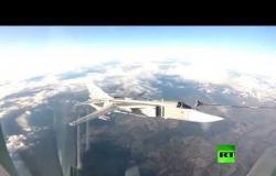 """""""سو-30 سي إم"""" و""""سو-24 إم """" تتزودان بالوقود جوا"""