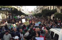 الشرطة الجزائرية تستخدم خراطيم المياه لتفريق المتظاهرين في الذكرى السنوية الأولى للحراك الشعبي