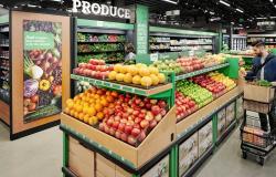 أمازون توسع تقنية الدفع الحر لتشمل متاجر البقالة