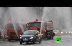تعقيم شوارع وسط موسكو لمواجهة انتشار فيروس كورونا المستجد