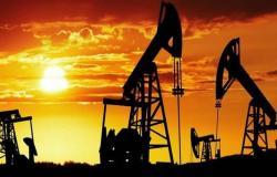 محدث.. النفط يتراجع 8% مسجلاً أدنى مستوى بـ18 عاماً