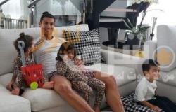 رونالدو يطالب الجميع بالبقاء في المنزل وممتن للأطباء
