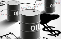 محدث.. النفط يقفز 24.7% عند التسوية بعد تغريدة ترامب