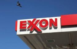 إكسون موبيل تخفض الإنفاق 30% مع انهيار أسعار النفط