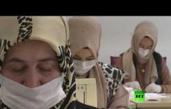 مدرسات الموضة التركية يصنعن كمامات طبية