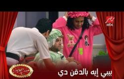 محمد عبد الرحمن ورقص كوميدي مع أوس أوس في مسرح مصر