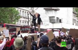 عشرات آلاف المتظاهرين يحتجون في لندن ضد العنصرية واشتباكات قصيرة أمام مقر رئيس الوزراء