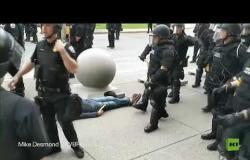 شاهد.. شرطيان في بوفالو يسقطان أرضا محتجا عمره 75 عاما