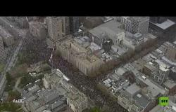 عشرات الآلاف يتظاهرون ضد عنف الشرطة في أستراليا