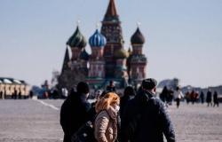 روسيا تسجل 6760 إصابة و147 وفاة جديدة بكورونا
