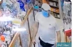 """بالفيديو .. بسبب الضائقة المالية .. لص لبناني : """"المصاري بتروح وبتجي.. هيك بدن بهل البلد"""""""