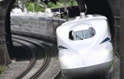 """""""الرصاصة"""".. اليابان تطلق أسرع قطار في العالم"""