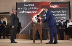 الأردن : الملك يسلم جابر وسام التميز من الدرجة الأولى - صور