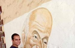 """جرافيتي """"طبيب الغلابة"""" يزين محطة قطار أبو زعبل في القليوبية"""