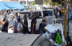 بعد وزيرة العدل ووزير التعليم.. محتجون يطردون محافظ بيروت .. بالفيديو