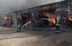 اندلاع حريق في محلات للخيام وبيوت الشعر بحي الجنادرية بالرياض