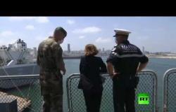"""وزيرة دفاع فرنسا تتفقد حاملة مروحيات """"لو تونير"""" في مرفأ بيروت"""
