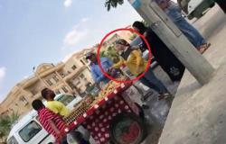 """بالفيديو.. وزير مصري يعاقب موظفة بلدية بعد واقعة """"بسطة التين"""""""