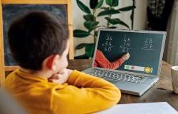 مختصون نفسيون يؤكدون أهمية الأسرة في تهيئة الأبناء للتعليم عن بعد