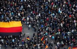 """متظاهرون ألمان يطالبون """"الأوروبي"""" بالسماح بدخول المهاجرين العالقين في اليونان"""