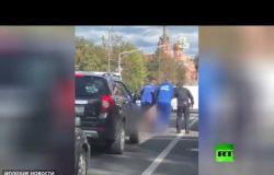الشرطة تقبض على مذيعة تلفزيون ظهرت عارية في ضواحي موسكو