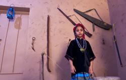 """فيديو.. أول مواطنة تنشئ متحفًا منزلياً للسياح في """"بلغازي جازان"""""""