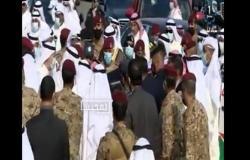 مشهد مؤثر: أمير الكويت يطبع قبلة على جبين شقيقه الراحل