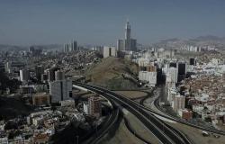 الجهات الأمنية بمكة تستنفر إثر بلاغ حول انبعاث رائحة كريهة من عبّارة سيول