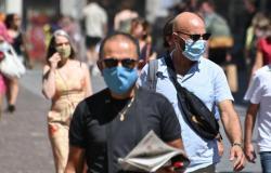 فرنسا تسجل 13243 إصابة جديدة بكورونا و146 وفاة