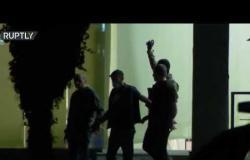 جورجيا.. مسلح يغادر بنكا بكيس من النقود محتميا بـ3 رهائن