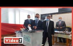 محافظ الإسكندرية يدلى بصوته فى الانتخابات البرلمانية