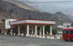 بلدية محايل تغلق عدداً من محطات الوقود المخالفة لإعادة التأهيل والتطوير