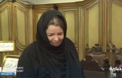 """شاهد .. """"أم محمد"""" تجهش بالبكاء وهي تعرض مقتنيات الملوك في متحفها """"المهرة"""""""