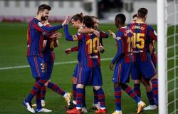 ميسي يقود برشلونة إلى فوز عريض على ريال بيتيس