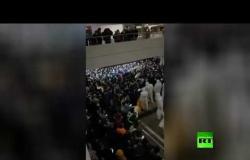 شاهد.. فوضى بمطار شنغهاي بعد اكتشاف حالات كورونا