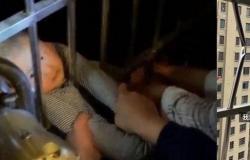 فيديو مخيف.. كيف نجا طفل أثناء سقوطه من الطابق الـ13؟