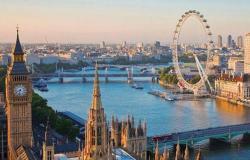 الحكومة البريطانية تخفف القيود المفروضة على المسافرين إليها من دول العالم