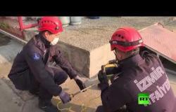 رجال الإطفاء ينقذون قطة من داخل أنبوب للإمدادات الكهربائية بمدينة تركية