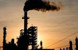 أسعار النفط تنخفض.. وبرنت بـ55.89 دولارًا للبرميل