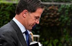 تمس آلاف العائلات وقادة كبار.. فضيحة مدوية تطيح بالحكومة الهولندية
