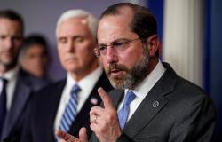 """دعا """"ترامب"""" لإدانة العنف.. وزير الصحة الأمريكي يلحق بقطار الاستقالات"""