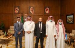 أمير عسير يشهد العفو عن يمني محكوم عليه بالقصاص