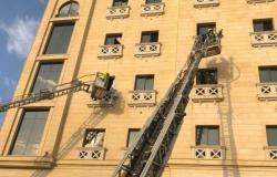 """حريق يُخلي نزلاء فندق بالدمام.. و""""المدني"""" يخمد النيران"""
