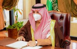 وجّه بمتابعة المشروعات وتذليل العقبات.. أمير منطقة تبوك يرأس اجتماع المحافظين