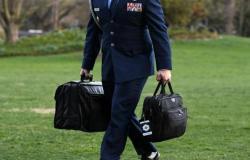 """في غياب """"ترامب"""".. """"بايدن"""" يتسلم الحقيبة النووية"""