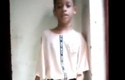 فيديو.. طفلة تحكي للعالم مأساتها بعد فقدها ساقها بجريمة حوثية بشعة