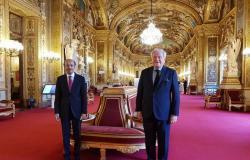"""""""الرويلي"""" يستعرض سُبل تعزيز العلاقات مع مسؤول بـ""""الشيوخ"""" الفرنسي"""