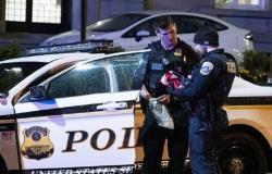 الولايات المتحدة.. سيارة شرطة تخترق حشدًا من المواطنين وتدهس عددًا منهم