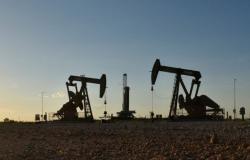 النفط يصعد بدعم من آمال التحفيز المالي الأمريكي وقلق بشأن الإمدادات